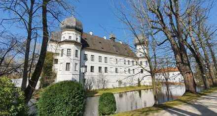 ... Wohnen im Renaissance-Schloss mit Terrasse ...