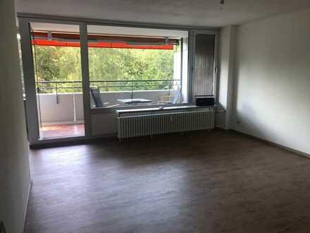 Moderne, neu renovierte 3,5-Zimmer-Wohnung mit Balkon und Blick ins Grüne und EBK in Stuttgart
