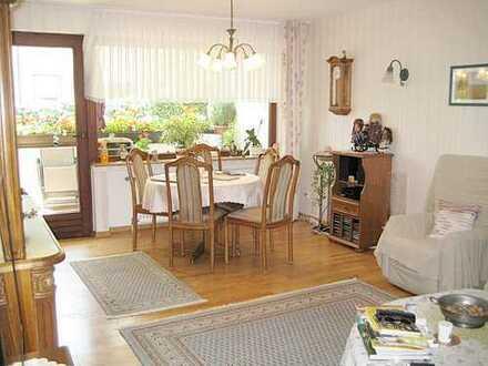 Barrierefreie, familienfreundliche und gepflegte 4-Zimmer Wohnung in guter Wohnlage mit Garage!