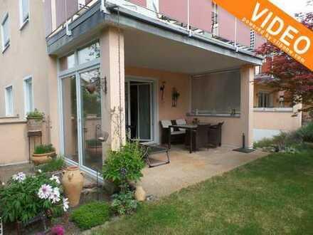 Gemütliche, sehr attraktive 4 ZKB auf 2 Ebenen, mit eigenem Garten und teilverglasster Terrasse !