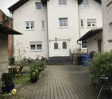 Schöne, sonnige 4 Zimmer-Maisonette-Wohnung in Dorn-Assenheim!