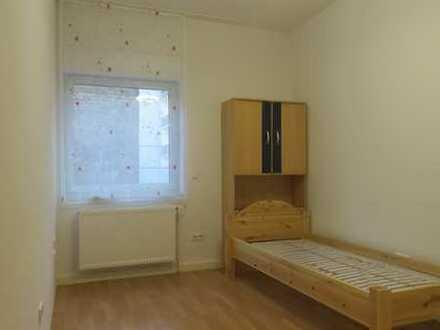 In Top-Quadrate-Lage: Möbliertes WG-Zimmer in 4-er Mädchen-Wg ab 01.02.2020 an Uni-Studentin zu verm