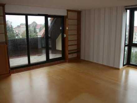 Günstige, gepflegte 3-Zimmer-Maisonette-Wohnung mit Balkon und EBK in Doberschau