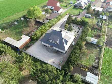 Nicht zu toppen: 320 m² exquisit selbst bewohnen, neues EFH vermieten auf 2.738 m² Areal!