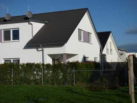 Doppelhaushälfte in Bönnigheim zu vermieten - mit Einbauküche, Carport und Stellplatz