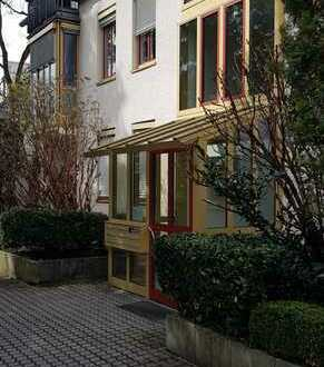 Stilvolle, sanierte 1-Zimmer-Wohnung mit Balkon und EBK in Gauting
