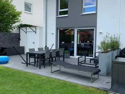 Moderne, luxus DHH mit Weitblick / 2 Terrassen / Garten / Garage uvm.