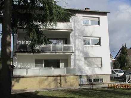 Vollständig renovierte 2,5-Zimmer-Wohnung mit Balkon in Frankfurt am Main