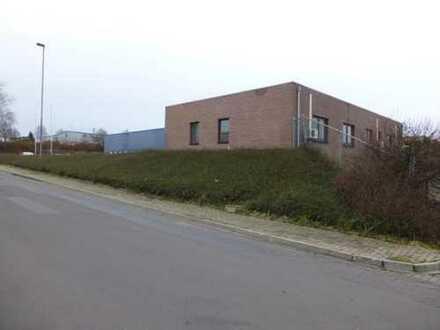 Freie Produktions- und Lagerflächen mit Bürogebäude auf Erbpachtgrundstück