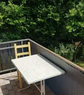 Geschmackvolle Wohnung mit zwei Zimmern sowie Balkon und Einbauküche in Germering
