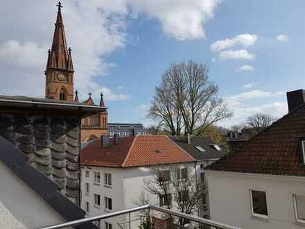 Helle DG-Wohnung mit Süd-Loggia über den Dächern des Klinikviertels