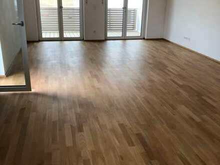 Exklusive, geräumige und neuwertige 2-Zimmer-Wohnung mit Balkon und EBK in Pentling