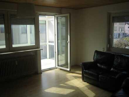 Helle Wohnung mit vier Zimmern mit Wintergarten-Balkon in Schwäbisch Gmünd-Bargau