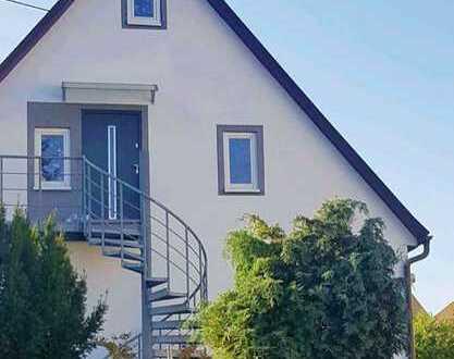 Einfamilienhaus mit Einliegerwohnung und großem Garten mit Teich in Münklingen