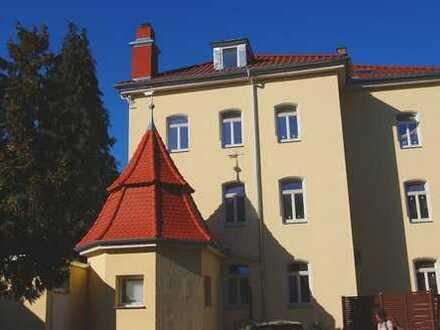 Saniert, modern, zentral! 2,5-Zimmer-Wohnung mit schicker Einbauküche und Stellplatz - Bahnhofstraße
