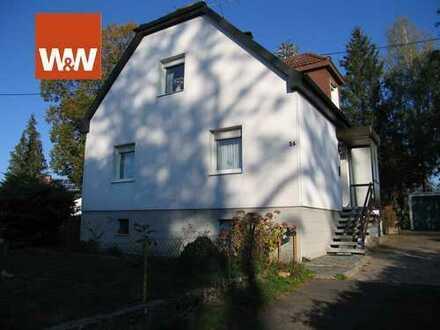 Geräumiges EFH, großes Grundstück, 2 Garagen in zentraler aber ruhiger Lage von Erbach/Dellmensingen