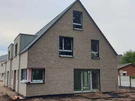 Gehobene Neubau-Doppelhaushälfte - modern und energieeffizient nach KfW55-Standard