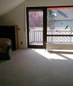 Schöne helle drei Zimmer DG Wohnung mit Balkon in Oedheim