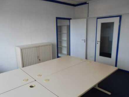 Zwei helle Büroräume im 1. Obergeschoss
