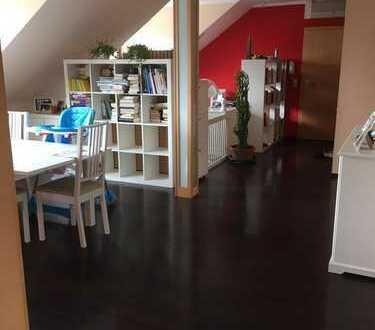 Großzügige 2 Zimmer DG-Studio mit 115 qm mit EBK