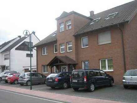 Neuwertige 4-Zimmer-Dachgeschosswohnung mit Balkon und in Niederkassel