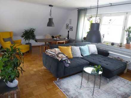 Hoheneck - Schöne 3 Zi.-Dachgeschoss-Whg., Balk., Einbauküche, Garage, Hausmeisterserv., bez. 01.10.