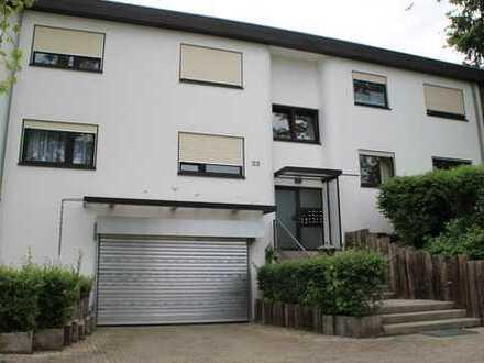 Stilvolle, vollständig renovierte 1-Zimmer-EG-Wohnung mit Terrasse und Einbauküche in Reutlingen