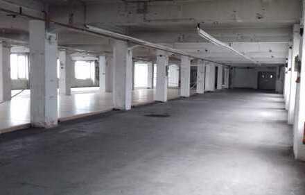 3 Gebäude mit Lagerhallen sowie 5272 qm Parkplätzflächezu Verkaufen komplett