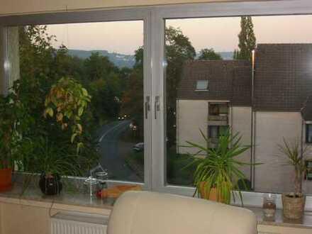 3-Zimmer-Wohnung mit Südwestbalkon, Einbauküche, Olsberg Kamin und Traumaussicht