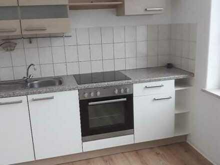 Großzügige 2-ZKB-Wohnung mit EBK zu vermieten 1. OG links