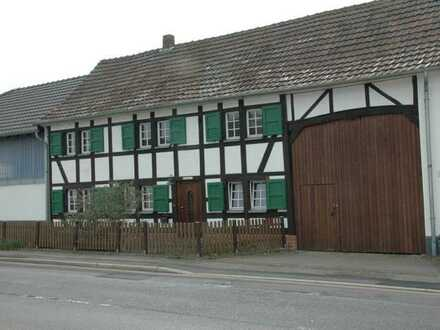 Bauernhaus mit Option zur Pferdehaltung in Erfstadt-Konradsheim