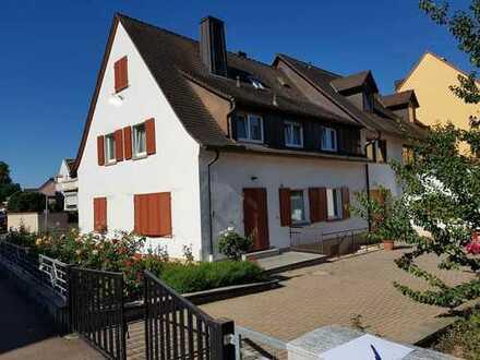 DHH mit 7 Zimmern in zentraler und ruhiger Lage von Neuenburg