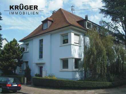 KA-Weiherfeld / tolle 2-Zi-DG Wohnung mit Einbauküche & Carport in schönem Altbau / ab 01.10.2021