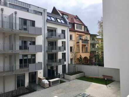 Erstbezug mit Einbauküche und Balkon: exklusive, geräumige 2-Zimmer-Wohnung