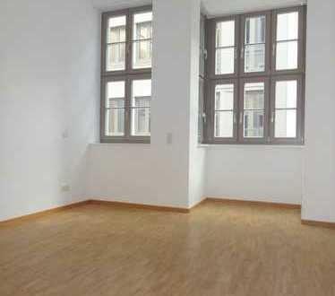 Direkt per Aufzug in die Wohnung - Blick zum Jüdenhof!