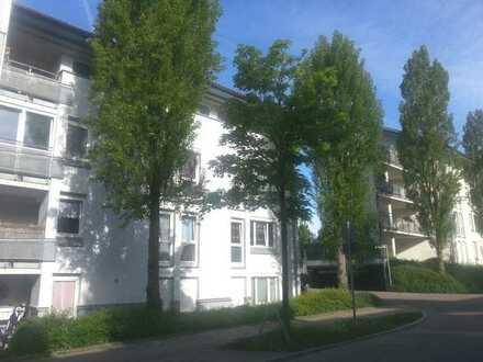 Toll renovierte Maisonette-Wohnung mit Balkon, schöner Dachterrasse und TG-Stellplatz