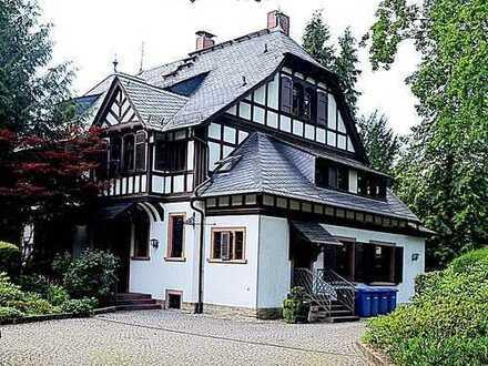 Gewerbliche zu nutzende Räume, in einer wunderschönen Villa - in bester Lage von Kronberg!