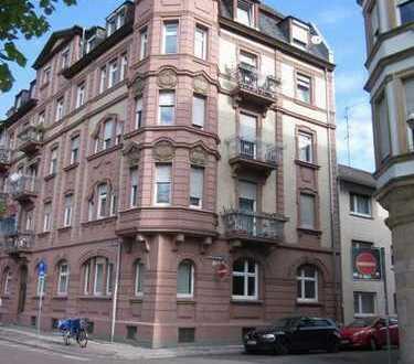 2 Zi.-Wohnung mit Balkon in saniertem Kulturdenkmal direkt am Neckar in zentraler Lage!