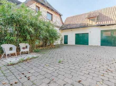 Mellendorf | Geräumige 5-Zimmer Altbauwohnung mit idyllischem Garten und ca. 1500m² Grundstück!