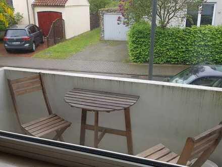 Renovierte 1-Zimmer-Hochparterre-Wohnung in bester Lage mit Balkon und EBK in Bremen