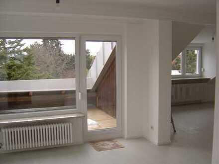 Geräumige 1-Zimmer-DG-Wohnung mit Balkon und EBK in Perlach, München