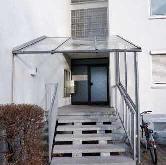 Komplett neu renovierte 3 Zi.- Whg. im 2.OG mit EBK,gr. Balkon sowie Stellplatz in 7106 Sindelfingen
