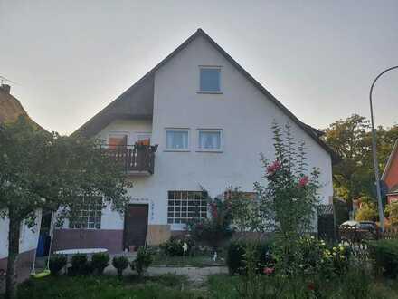 Einfamilienhaus mit Garten und Garage in Gundelsheim