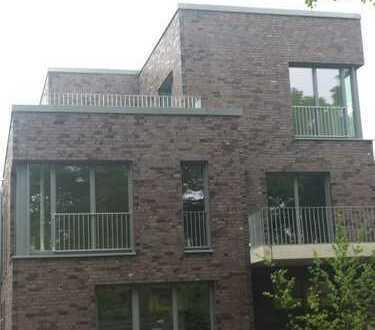 Kleine Penthouse Wohnung in Hamburg, Marienthal mit Dachterrasse