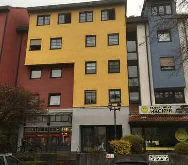 Gepflegte 2-Zimmer-Dachgeschosswohnung mit Einbauküche in Kleinostheim