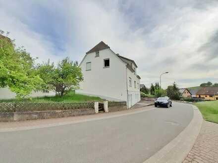 Freistehendes EFH (ca. 169m²) mit Keller, 2 Garagen & Wiesengrundstück in Herschweiler-Pettersheim