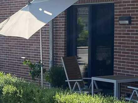 Stilvolle, neuwertige 2-Zimmer-EG-Wohnung mit Balkon und EBK in Bad Schwartau