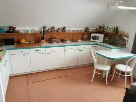Nachmieter für schöne 2-Zimmer-DG-Wohnung mit Einbauküche in Ronneburg gesucht