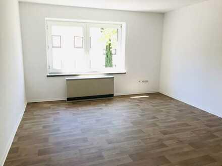 ALLES NEU: 4-Zimmer Wohnung mit modernem Duschbad und geräumiger Küche!