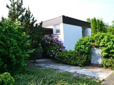 Attraktiver Bungalow mit Garten und Garage zur Miete